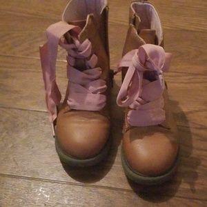 Boots kids sz 9